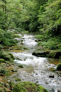 山间小溪河流