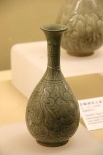 唐绿釉暗花长颈梅瓶