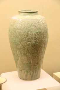 唐绿釉葡萄纹长颈瓶