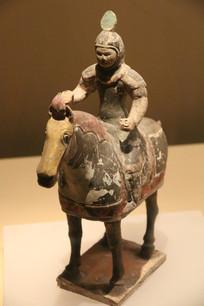 唐骑马将军彩塑像侧面