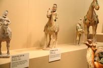 唐三彩各种骑马人物像
