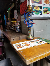 田子坊酒吧拐角桌子