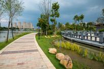 红楼滩公园的江滨小路