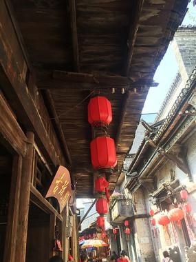 桂林大圩古镇屋檐下的红灯笼