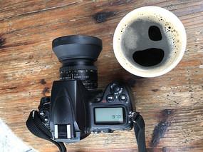 咖啡杯与照相机