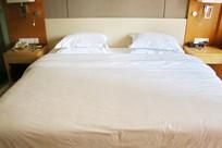 宾馆大床房