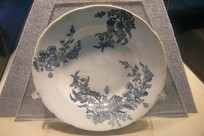 近代花卉纹白瓷盘