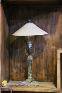 老式白炽灯台灯