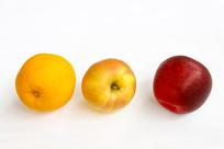 两只苹果一只橙