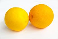 两只鲜橙子