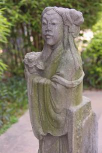 女佛像石雕