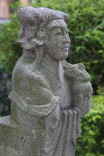 石雕古代妇女