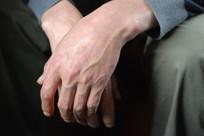 一双男人的手