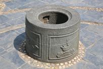 雕花纹古水井