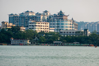 惠州西湖边的丽日广场