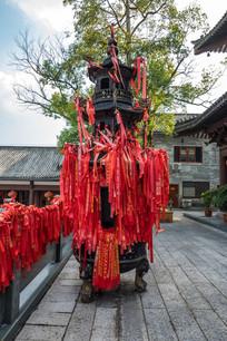 惠州准堤寺前的香炉