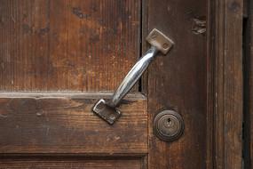 老旧的门把手
