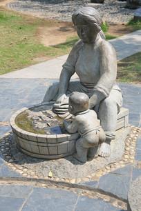 妈妈带孩子洗衣服石雕像