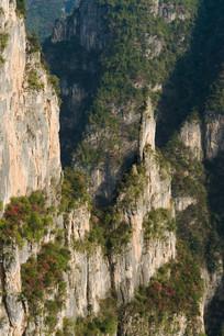 巫山县黄岩景区刀削般的岩石