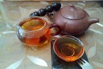 紫砂壶与茶杯