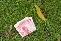 地面上的人民币