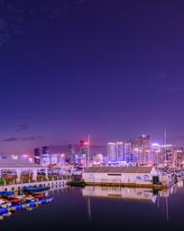 海边城市夜景