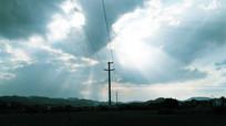 天空云层太阳光芒图片