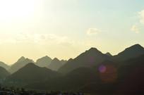 夕阳下的山川