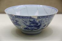 景德镇官窑海水海怪纹瓷碗