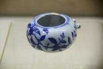 景德镇官窑花卉纹鸟食罐