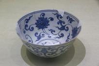 景德镇官窑青花花卉纹碗