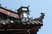 周村古商城内古建筑飞檐和灯笼