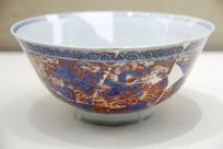 景德镇官窑矾红海水龙纹碗