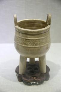 清代漳州窑米黄釉三足炉