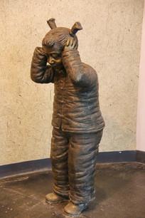 玩爆竹的小女孩雕像