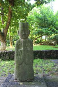 公园内的人物石雕