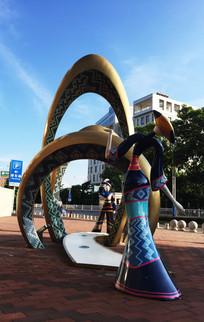购物广场的艺术雕塑