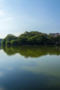 烈日下的菱湖景色