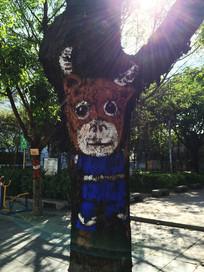 树干上的绘画牛