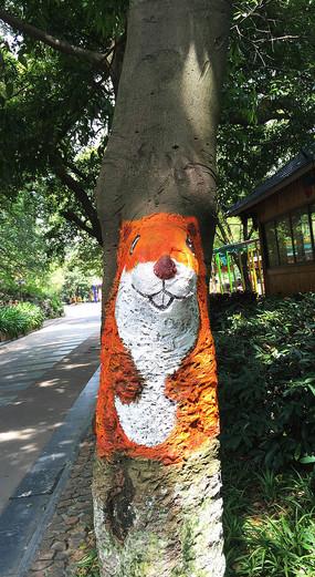 树干上松鼠绘画