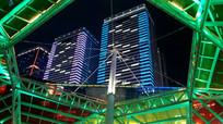 绚丽的艺术造型和高楼夜景