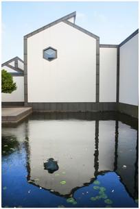 倒影中的苏州博物馆
