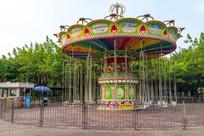 公园里的空中飞椅