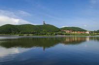 湖水上的六鼎山