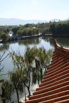 大观楼飞檐与滇池水