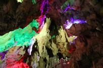 各种颜色的石柱石笋