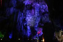 银子岩绚丽蓝紫色瀑布岩石