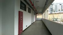 学校教学楼的走廊