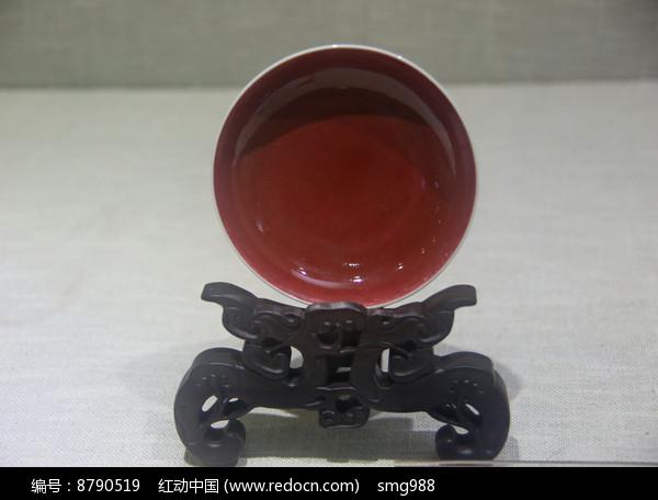 清代景德镇窑红釉碟图片