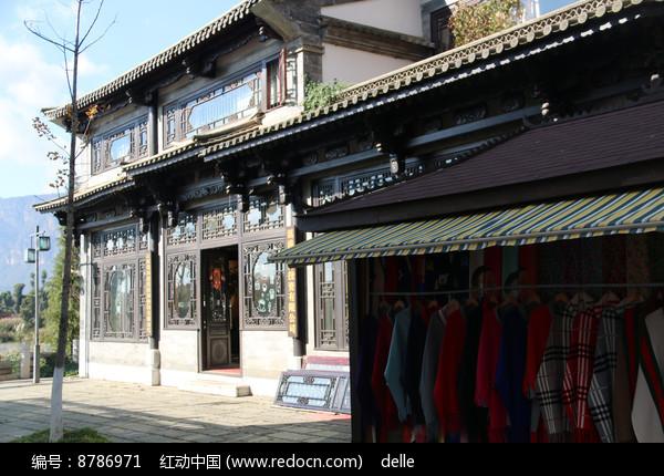 销售民族服饰的仿古建筑图片